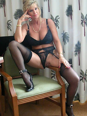 free porn pics of mature wives in stockings