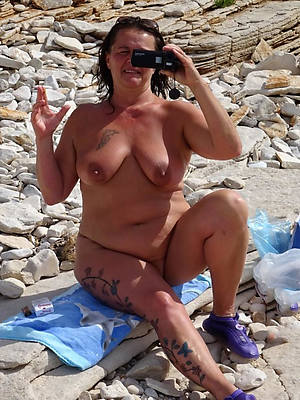 mature beach babes nude pictures