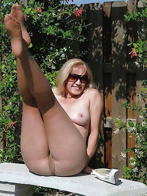 uncover mature women toes pics