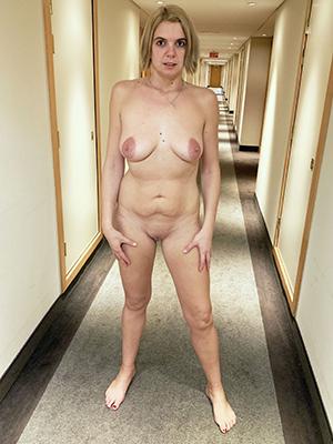 amateur mature hot moms posing nude