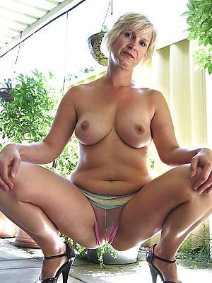 bosomy full-grown cameltoe porn pics