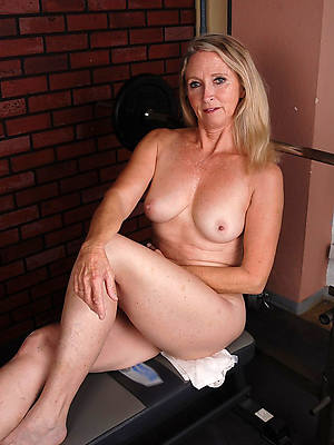 number one mature women nude pics
