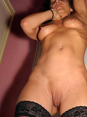 unfold pics of mature shaved pussy