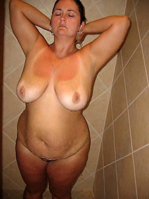 mature women in the shower free porno pics