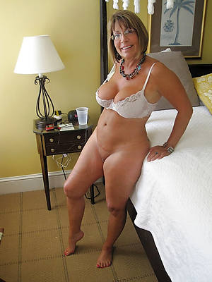 hot naked mature unattended pics