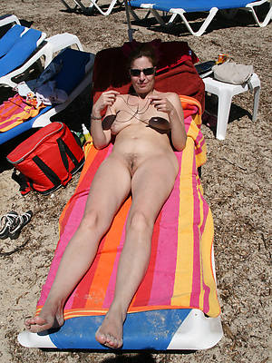 free porn pics of mature bikini shore