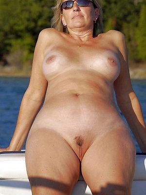 beautiful nude old ladies
