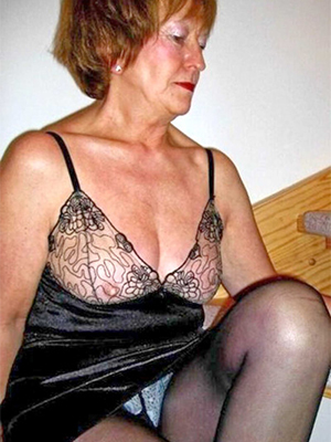 lovely mature ladies in pantyhose