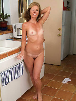 naked mature mom pic