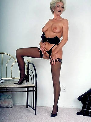 classic mature porn shows pussy