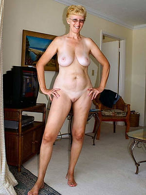 pulchritudinous grown up legs and shows pussy