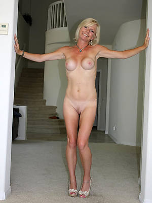 naked mature white wife pic