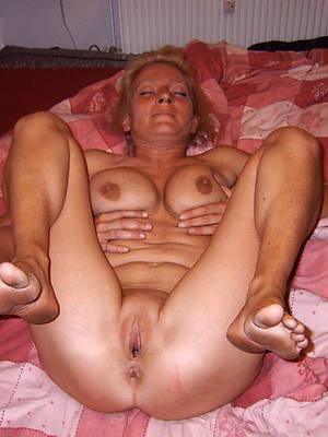 unmask  mature womens feet