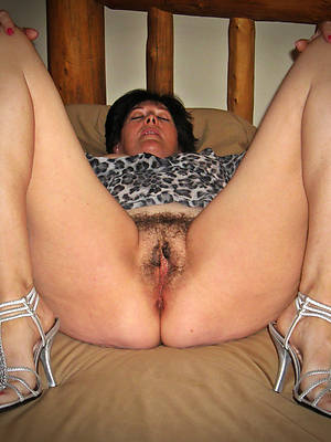sexy naked mature Victorian pussy pics