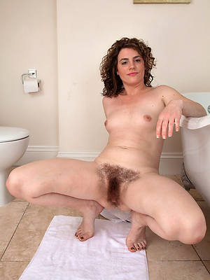hairy mature solo porno pictures