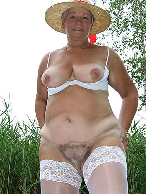 revealed mature granny pussy photos