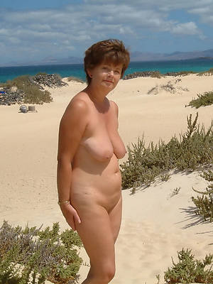 easy mature unclothed beach pics