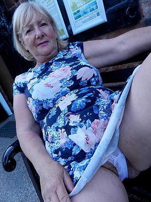 naked pics of mature women cameltoe