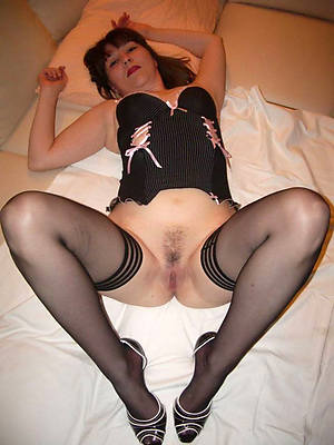 lay bare pics be required of matures in nylons