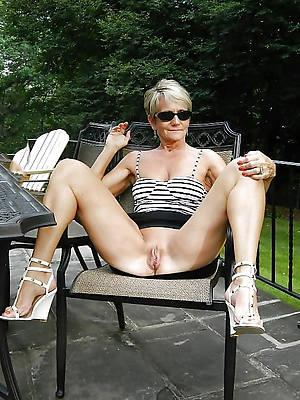nude ladies outdoors