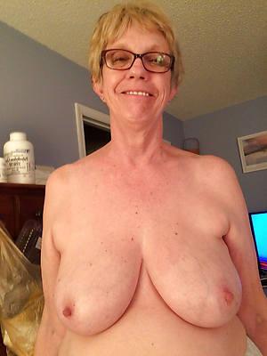 amateur mature boob porn pic download