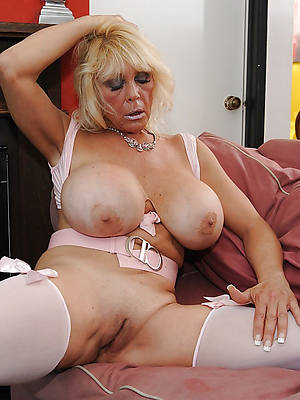 mature mamma nude pictures
