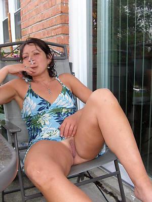 naked grown up ladies upskirt