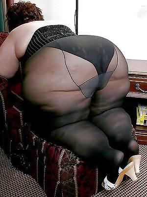 sweet mature woman yon pantyhose pic