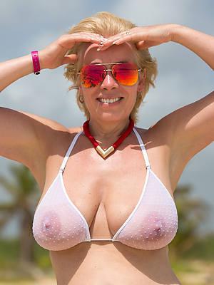 unconforming women in bikinis porn pics