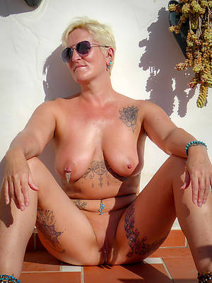 amateur mature tattoo porn pic download