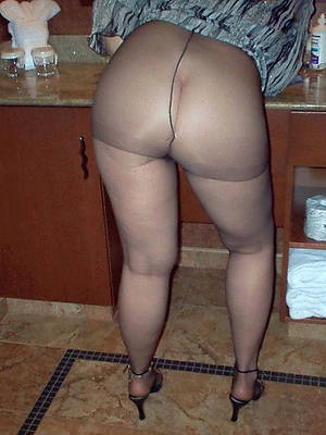 mature granny pantyhose shows pussy