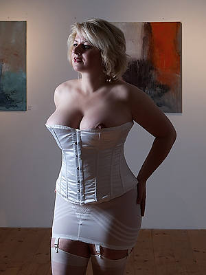 beautiful mature women underthings pics