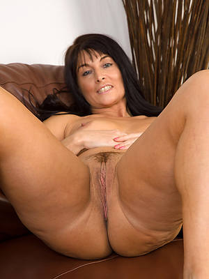 beautiful mature brunette nudes