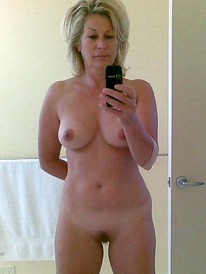 selfies be useful to sexy mature women posing nude