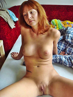 attractive nude mature women shaved pussy
