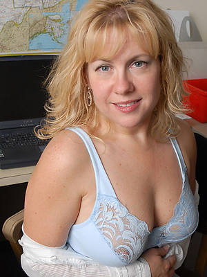 mature milfs over 40 pictures