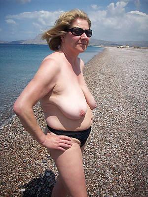 unconforming amature mature women at beach
