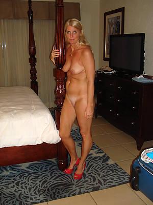 naked pics of mature unladylike apropos heels