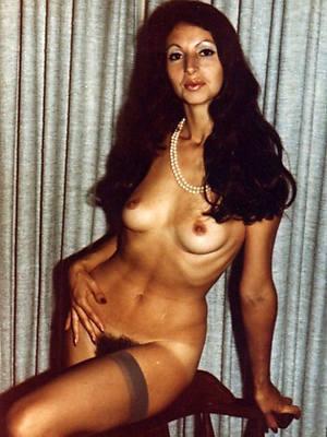naff retro mature pussy pics