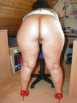 big booty mature moms shows pussy