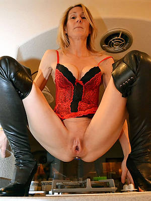 sweet nude giving mature cunt