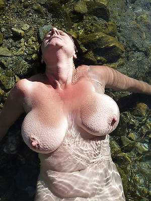 perfect mature tits shows pussy