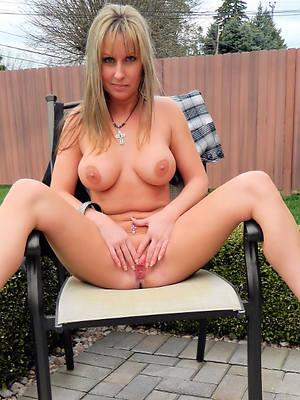 unorthodox porn pics of nude mature milf in heels
