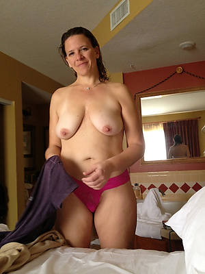 older mature housewives shows pussy