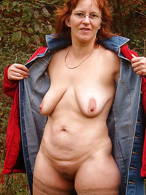nude mature redhead women shows pussy