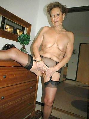 mature ladies solo pics