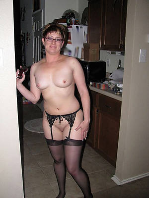 solo grown-up milf porno pictures