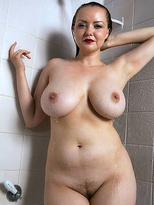 really mature women in shower displaying her pussy