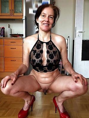 naked pics of beautiful mature women give heels