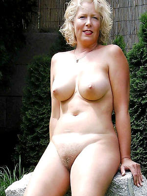 swank nude mature body of men displaying her pussy